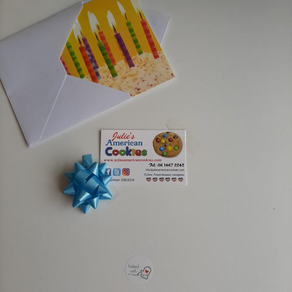 cookie cake gift box with card