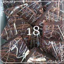 18 Chocolate Deluxe Brownies